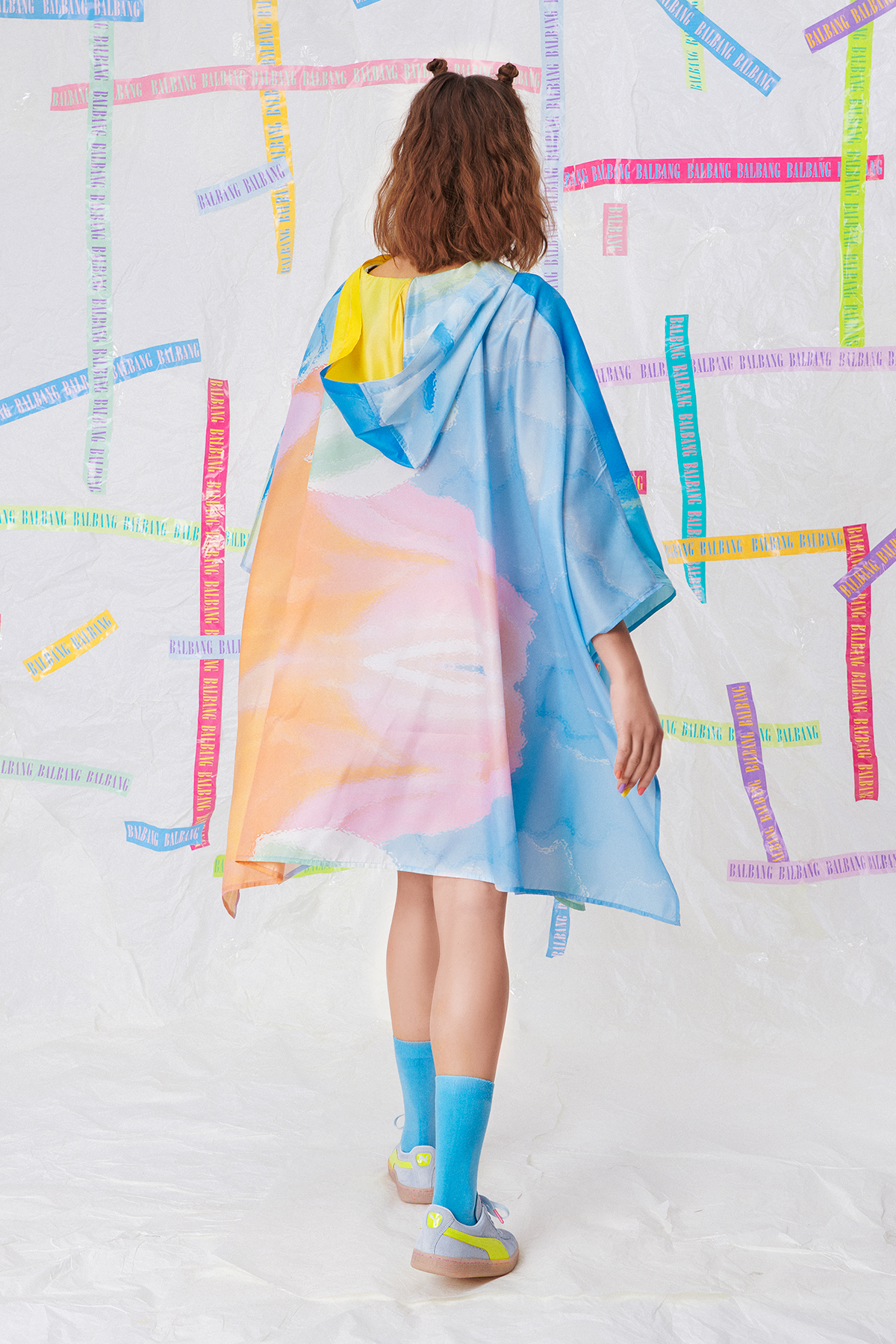 DREAM A LITTLE DREAM RAINCOAT LOOK O2